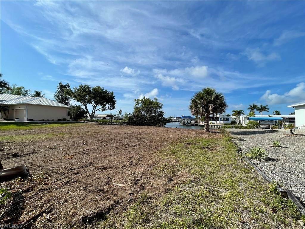 3881 Galt Island Avenue - Photo 1