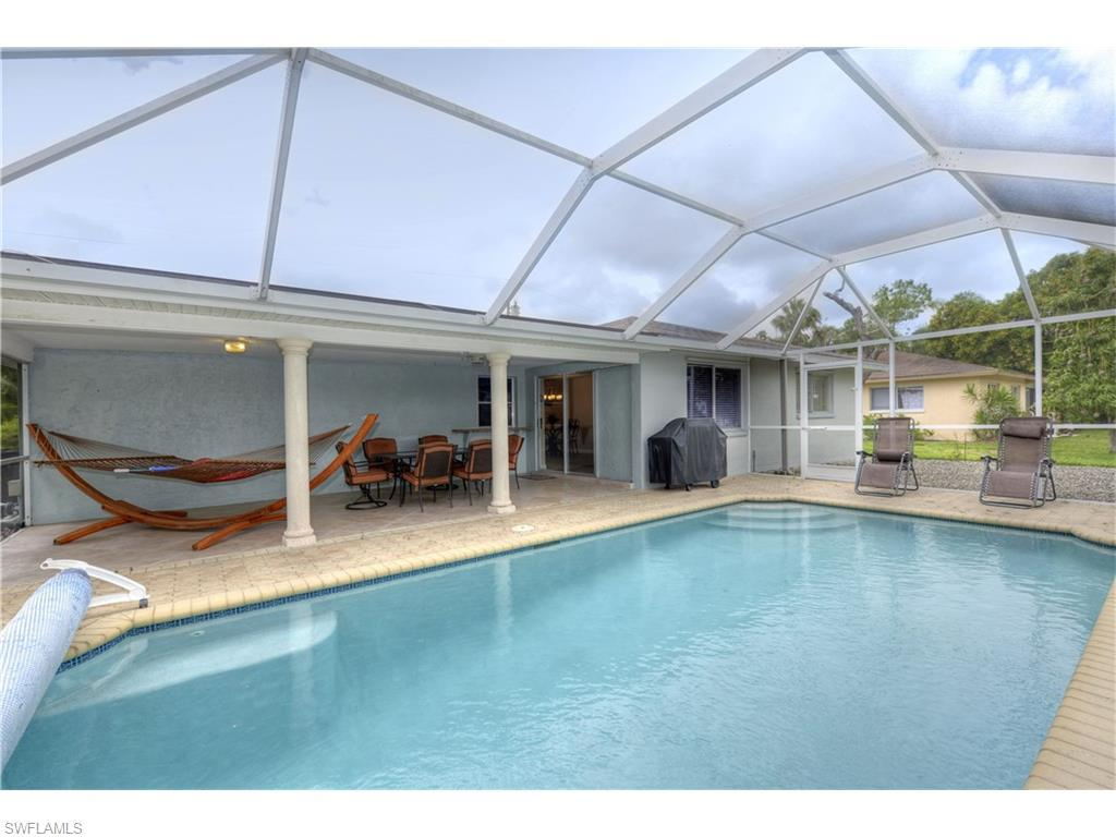 1111 SE 14th St, Cape Coral, FL 33990 (MLS #214031912) :: The New Home Spot, Inc.