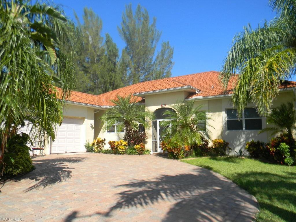 231 SW 21st Ln, Cape Coral, FL 33991 (#216060604) :: Homes and Land Brokers, Inc