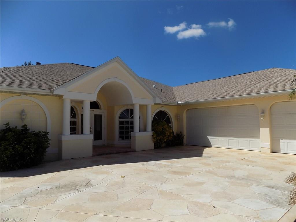 2210 Beach Pky W, Cape Coral, FL 33914 (#216062770) :: Homes and Land Brokers, Inc