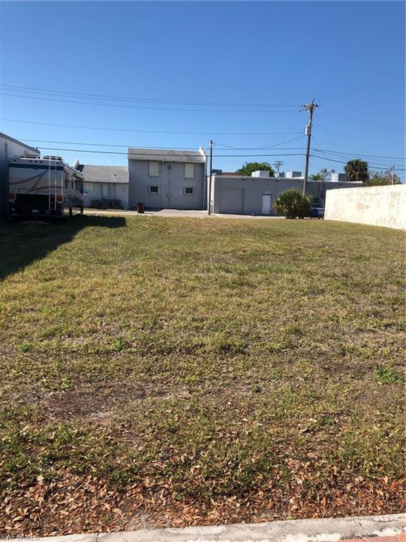 1216 Lafayette Street, Cape Coral, FL 33904 (#219028703) :: Jason Schiering, PA