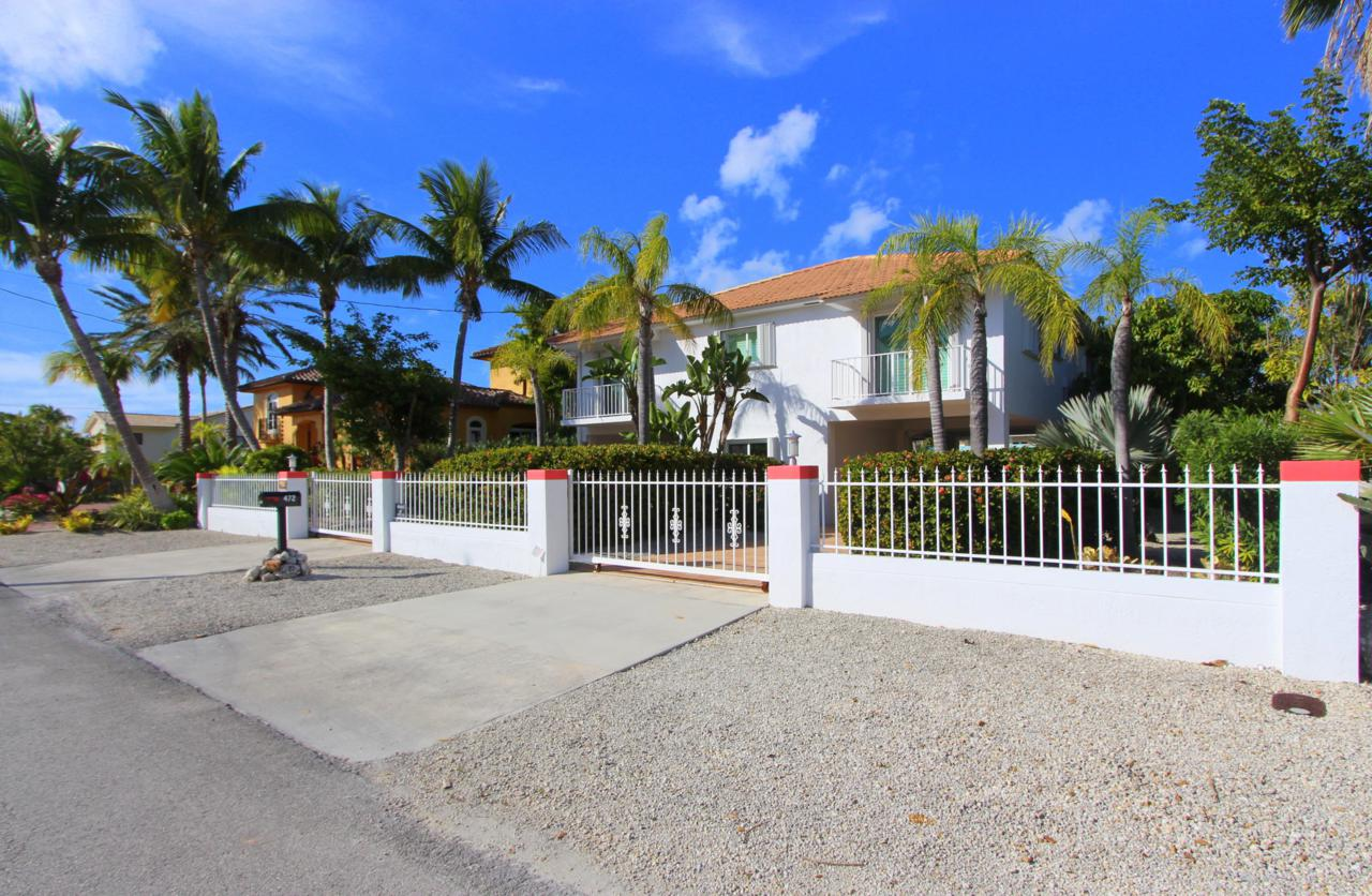 472 Bahia Avenue - Photo 1