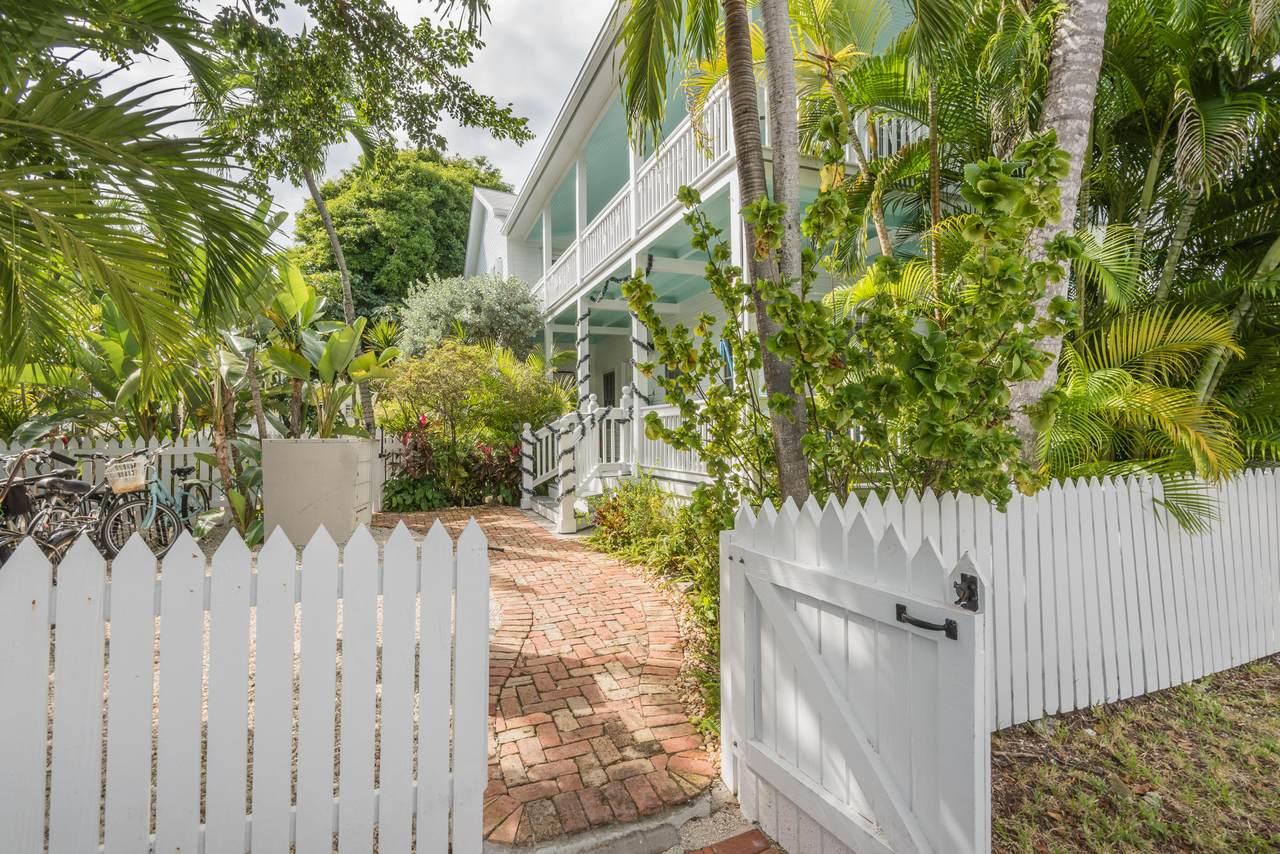 806 Florida Street - Photo 1