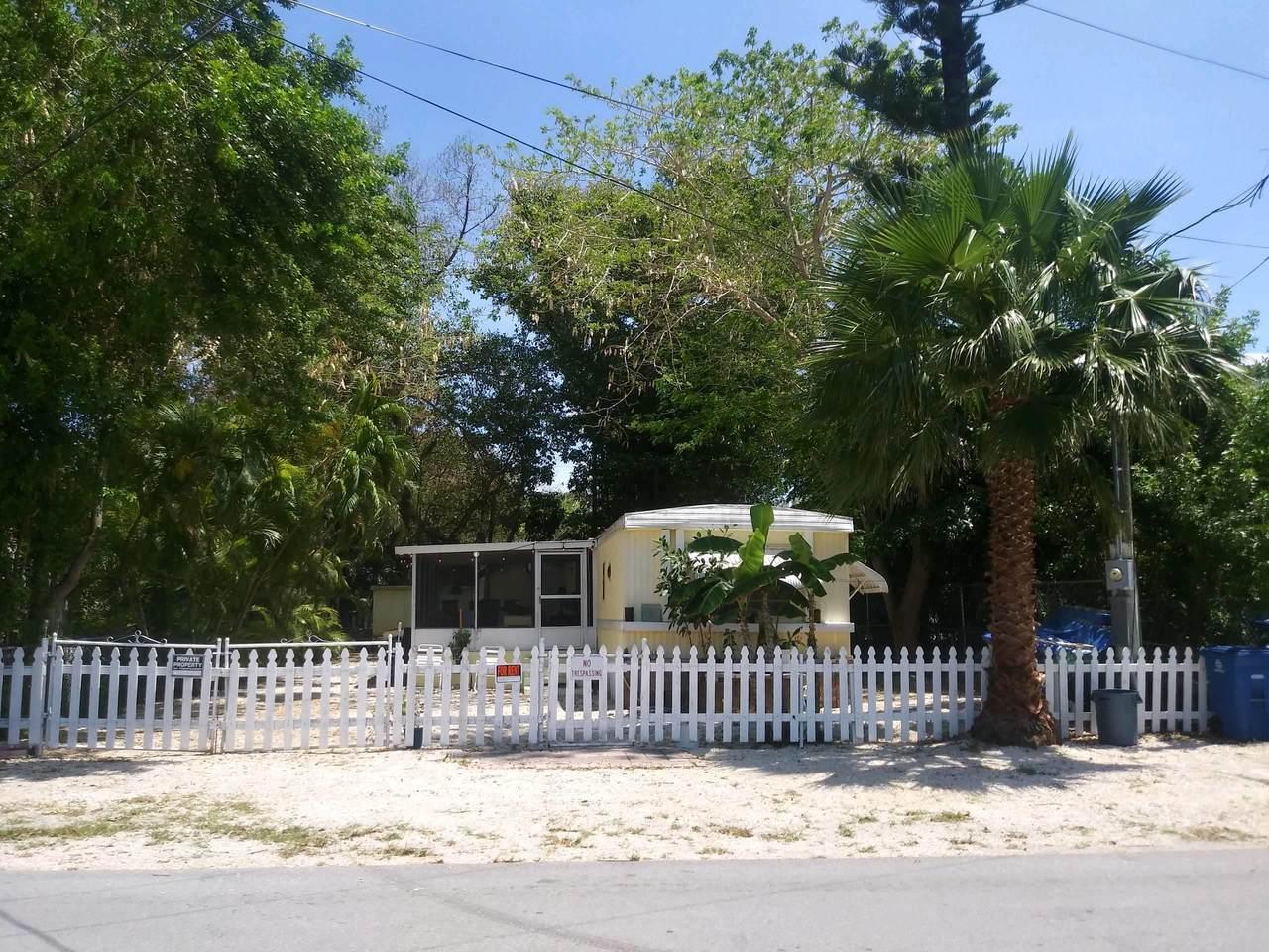 929 Plantation Road - Photo 1