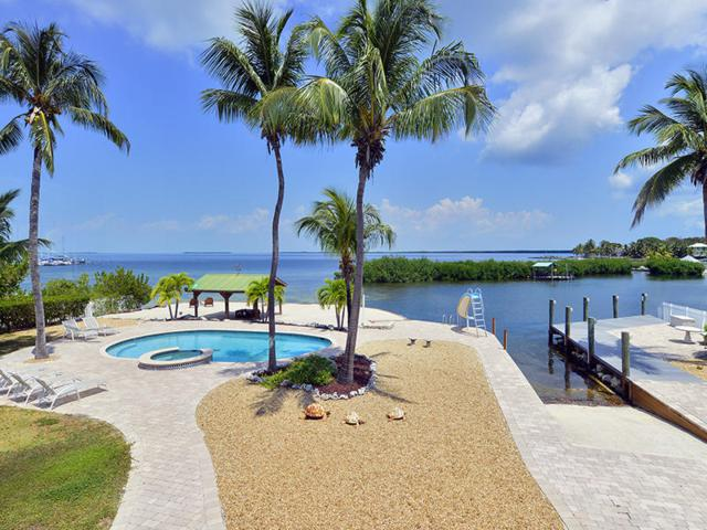 300 Buttonwood Shores Drive, Key Largo, FL 33037 (MLS #584838) :: Coastal Collection Real Estate Inc.