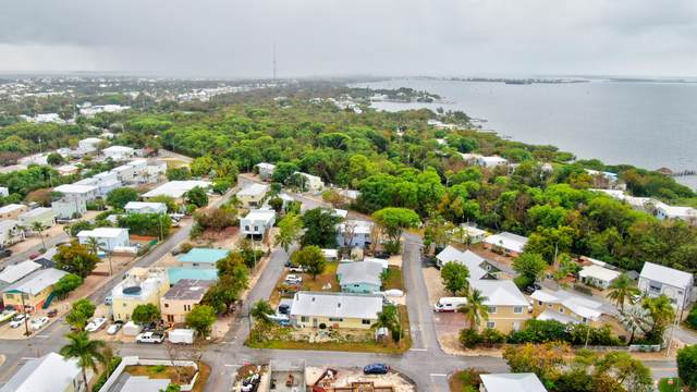 9 Poinciana Drive, Key Largo, FL 33037 (MLS #595749) :: The Mullins Team