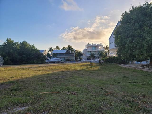 107 W Plaza Del Lago, Lower Matecumbe, FL 33036 (MLS #596040) :: KeyIsle Group