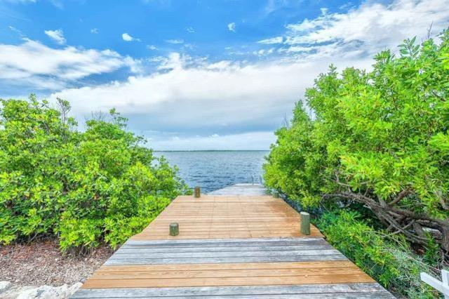 591 W Indies Drive, Ramrod Key, FL 33042 (MLS #584967) :: Doug Mayberry Real Estate
