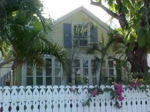 1424 Petronia Street, Key West, FL 33040 (MLS #576474) :: Doug Mayberry Real Estate