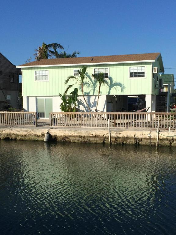 89 N Lake Drive, Summerland Key, FL 33042 (MLS #581460) :: Coastal Collection Real Estate Inc.
