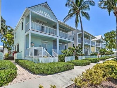 7006 Harbor Village Drive, Duck Key, FL 33050 (MLS #585400) :: Doug Mayberry Real Estate
