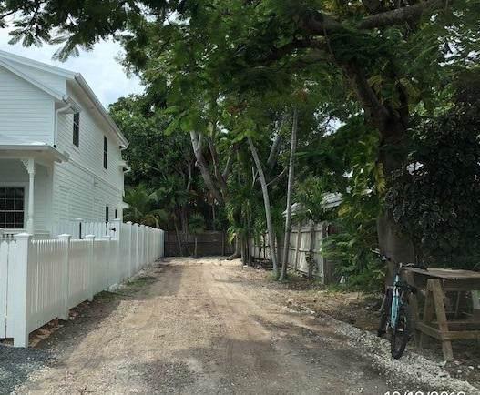1316 1/2 Whalton Street, Key West, FL 33040 (MLS #588306) :: Key West Luxury Real Estate Inc