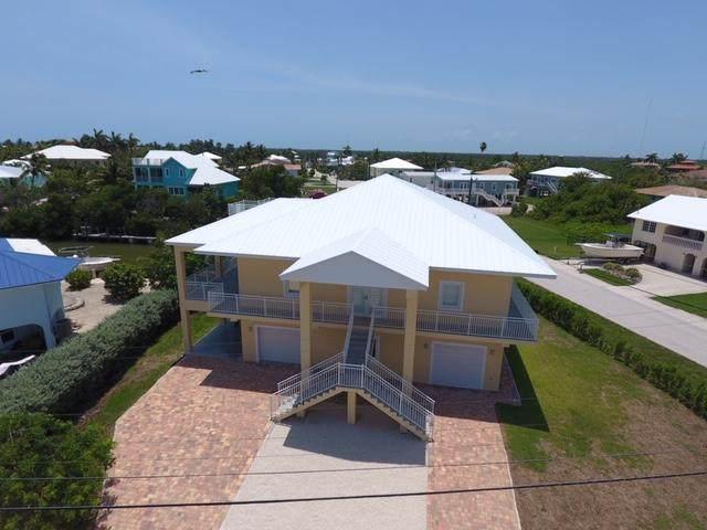 527 Avenida Primiceria, Marathon, FL 33050 (MLS #591036) :: Coastal Collection Real Estate Inc.