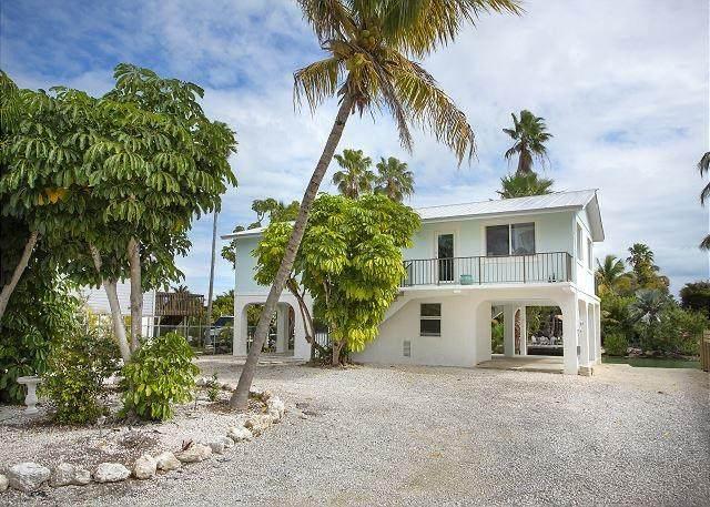 37 Bay Drive, Saddlebunch, FL 33040 (MLS #596031) :: Coastal Collection Real Estate Inc.