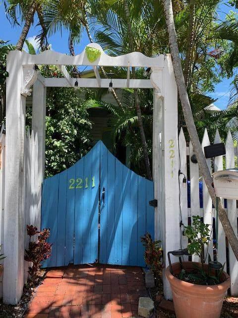 2211 Staples Avenue, Key West, FL 33040 (MLS #596322) :: Key West Luxury Real Estate Inc