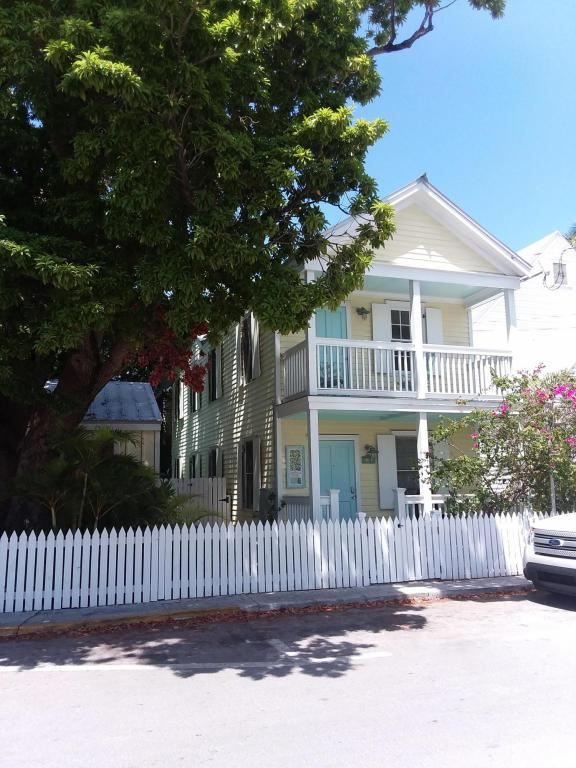 1012 Thomas Street, Key West, FL 33040 (MLS #581527) :: Jimmy Lane Real Estate Team