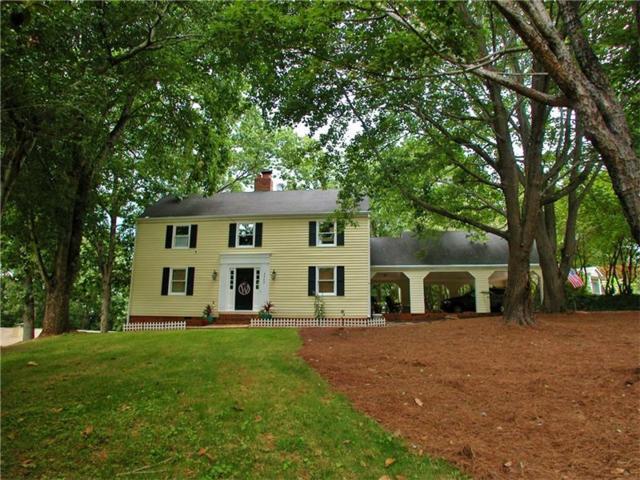 2220 Colonial Circle, Gainesville, GA 30501 (MLS #5867860) :: North Atlanta Home Team
