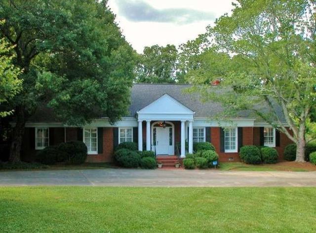 1711 Wyngate Drive, Gainesville, GA 30501 (MLS #6129408) :: Todd Lemoine Team
