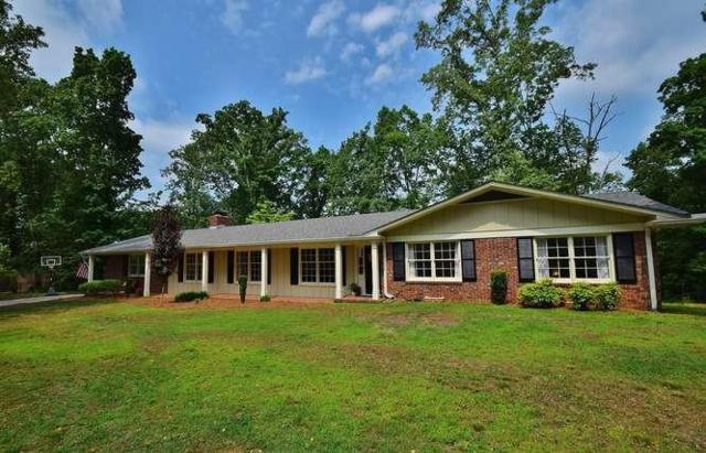 3223 Overlook Drive, Gainesville, GA 30506 (MLS #6558732) :: KELLY+CO