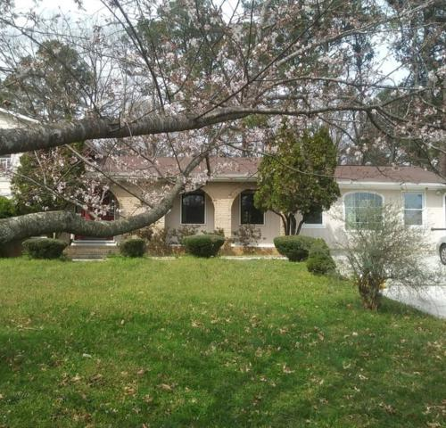 424 Foxfire Drive SW, Smyrna, GA 30082 (MLS #6565313) :: North Atlanta Home Team