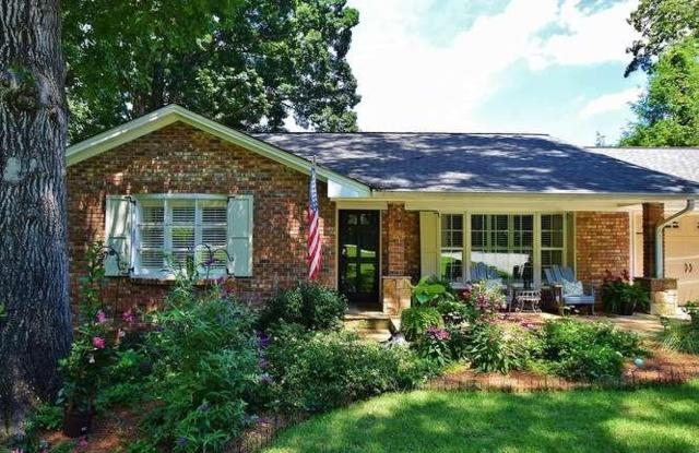 864 Chattahoochee Drive, Gainesville, GA 30501 (MLS #6577367) :: The Realty Queen Team