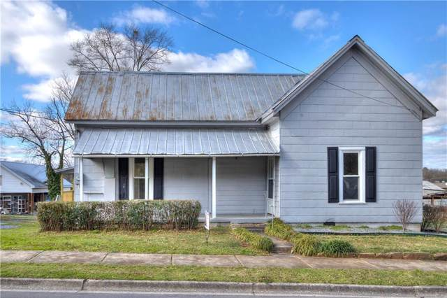 724 College Street, Calhoun, GA 30701 (MLS #6673589) :: The Realty Queen & Team