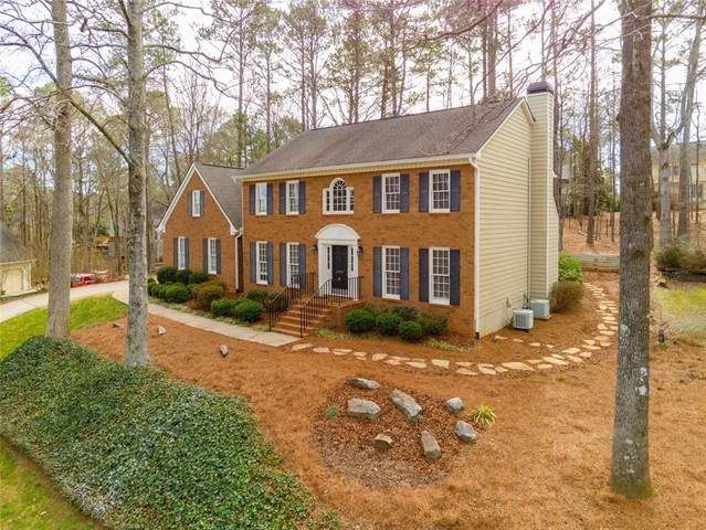 6185 Pin Oak Lane, Alpharetta, GA 30005 (MLS #6675491) :: North Atlanta Home Team