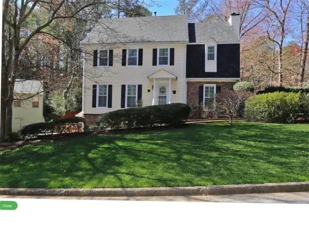9735 Hillside Drive, Roswell, GA 30076 (MLS #6680756) :: North Atlanta Home Team