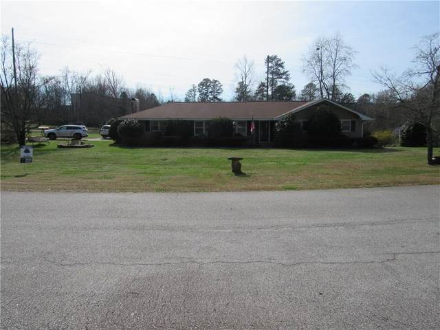 90 W Lake Drive, Carrollton, GA 30117 (MLS #6684608) :: Path & Post Real Estate