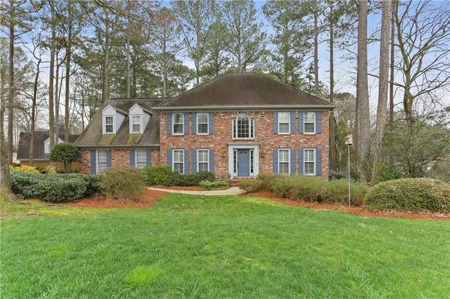 8550 Woodledge Lane, Roswell, GA 30076 (MLS #6697946) :: The Cowan Connection Team