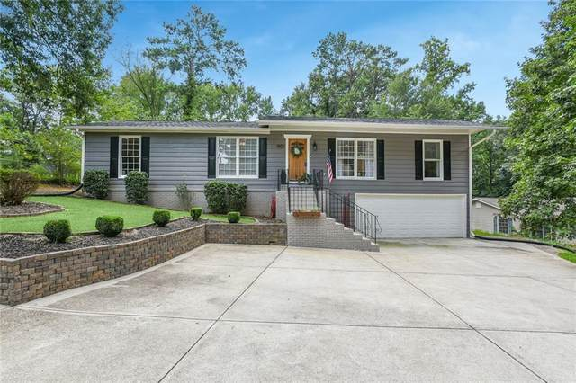 1951 Beaver Brook Lane NE, Marietta, GA 30062 (MLS #6763574) :: Charlie Ballard Real Estate