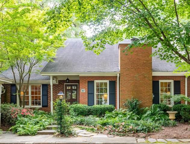 961 Moores Mill Road NW, Atlanta, GA 30327 (MLS #6782410) :: The Hinsons - Mike Hinson & Harriet Hinson