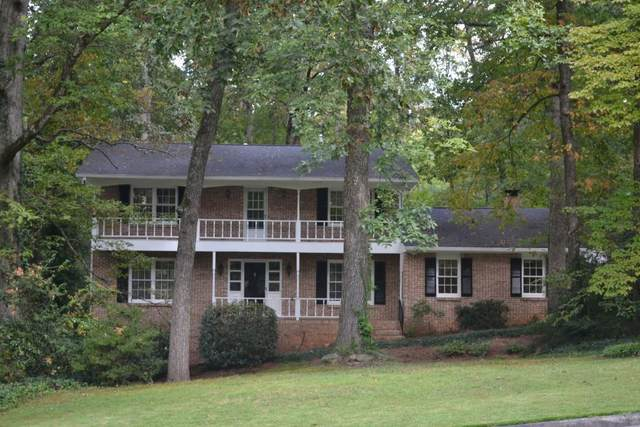 300 W Spalding Drive, Sandy Springs, GA 30328 (MLS #6797111) :: North Atlanta Home Team