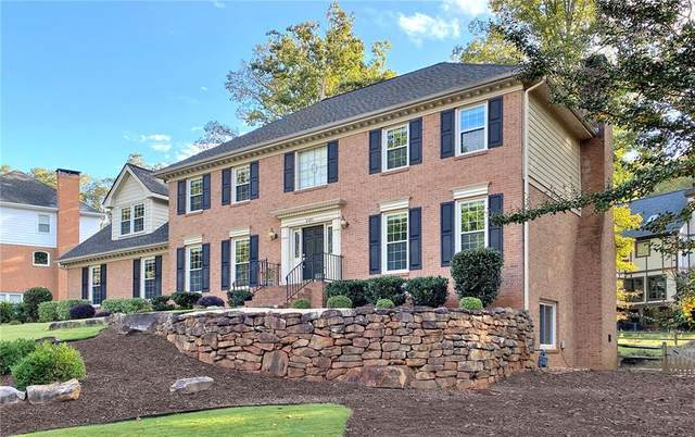 8595 Woodledge Lane, Roswell, GA 30076 (MLS #6823125) :: AlpharettaZen Expert Home Advisors