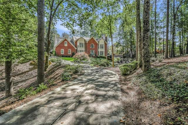 10565 Haynes Forest Drive, Alpharetta, GA 30022 (MLS #6827778) :: North Atlanta Home Team