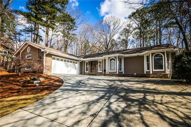 800 Lake Overlook, Roswell, GA 30076 (MLS #6839413) :: The Butler/Swayne Team