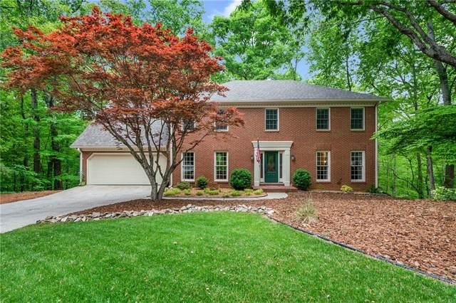 4332 N Smoke Ridge Court, Roswell, GA 30075 (MLS #6875892) :: North Atlanta Home Team