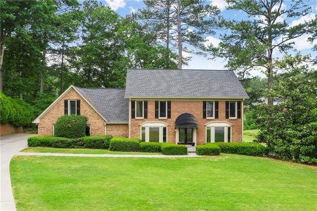 590 Oakhaven Drive, Roswell, GA 30075 (MLS #6891114) :: The Huffaker Group
