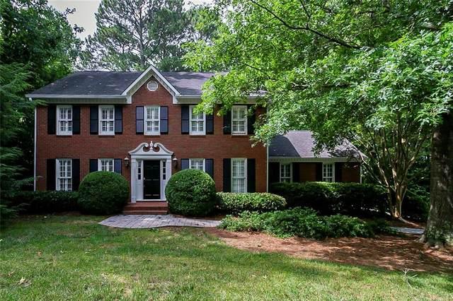 6120 Pin Oak Lane, Alpharetta, GA 30005 (MLS #6915179) :: North Atlanta Home Team
