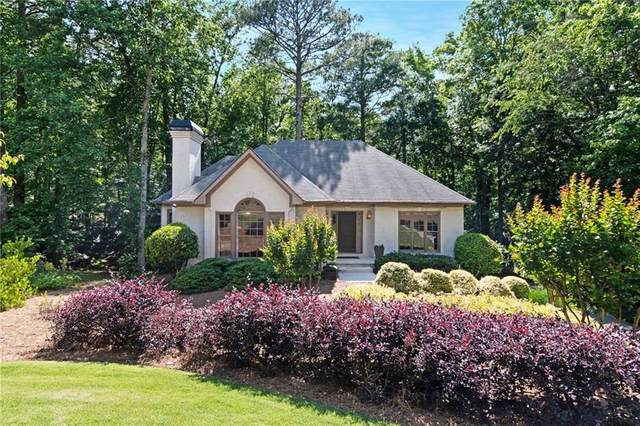 6140 Pin Oak Lane, Alpharetta, GA 30005 (MLS #6725579) :: North Atlanta Home Team