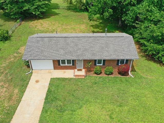 116 Hillcrest Street, Commerce, GA 30529 (MLS #6747476) :: The Heyl Group at Keller Williams