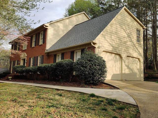 6175 Pin Oak Lane, Alpharetta, GA 30005 (MLS #6860801) :: North Atlanta Home Team