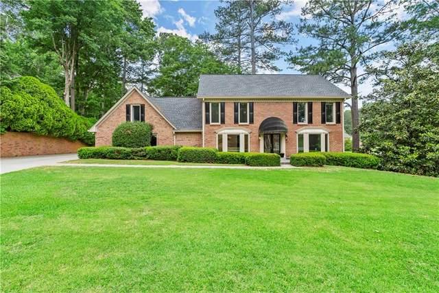 590 Oakhaven Drive, Roswell, GA 30075 (MLS #6891114) :: North Atlanta Home Team