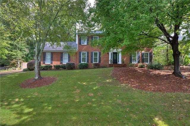 4180 Greenwood Trace NE, Roswell, GA 30075 (MLS #6955232) :: North Atlanta Home Team