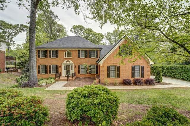 7575 Hunters Woods Drive, Sandy Springs, GA 30350 (MLS #6867400) :: North Atlanta Home Team