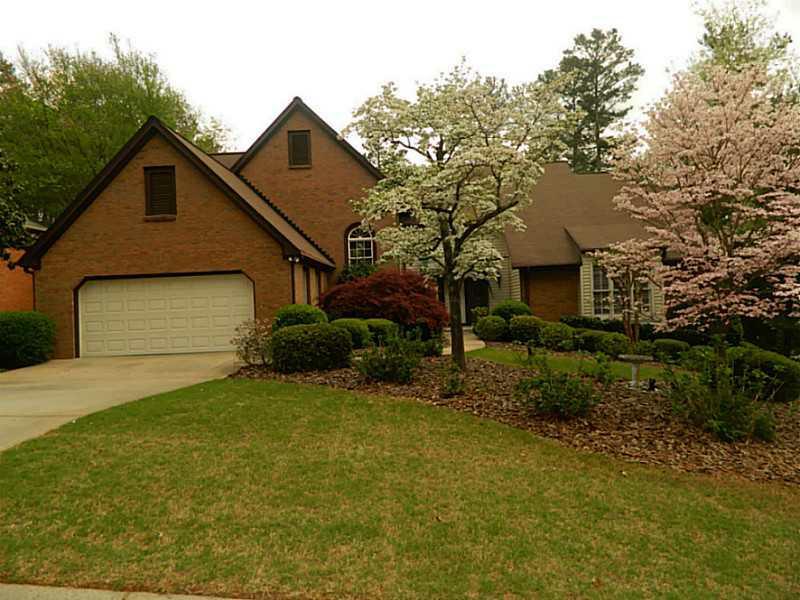 8820 Willowbrae Lane, Roswell, GA 30076 (MLS #5001943) :: North Atlanta Home Team