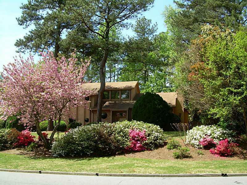 7015 Northgreen Drive NE, Atlanta, GA 30328 (MLS #5002169) :: Dillard and Company Realty Group