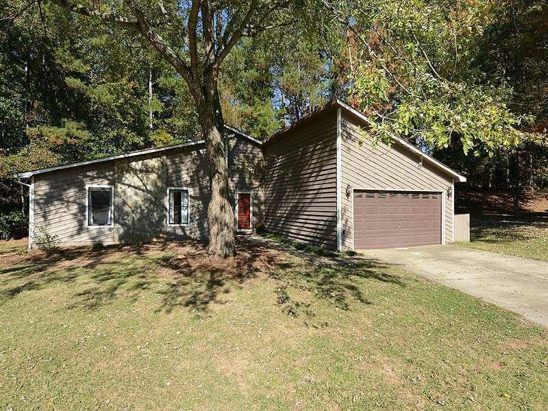 120 Kimlie Court, Roswell, GA 30076 (MLS #5076877) :: North Atlanta Home Team