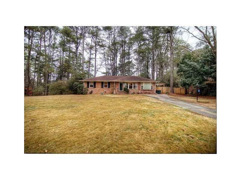 2806 Hollywood Drive, Decatur, GA 30033 (MLS #5097309) :: The Zac Team @ RE/MAX Metro Atlanta