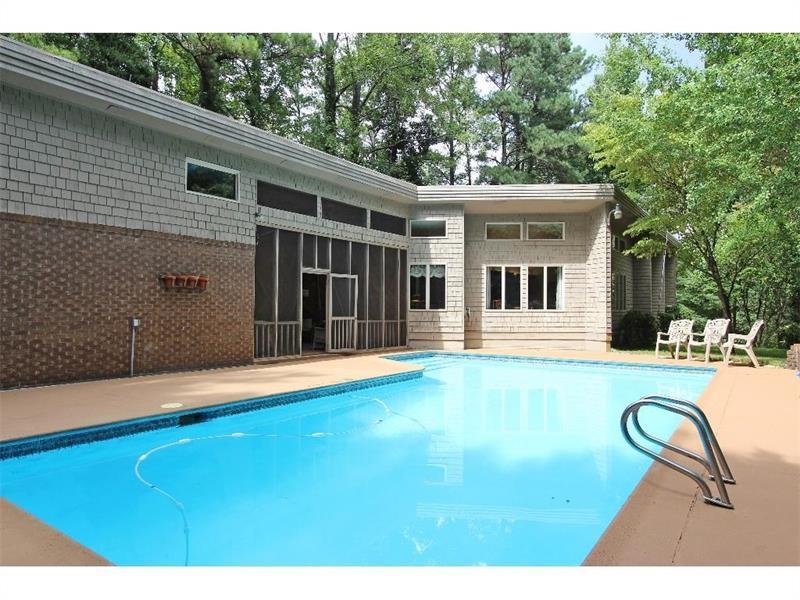 880 Gordon Combs Road, Marietta, GA 30064 (MLS #5685534) :: North Atlanta Home Team